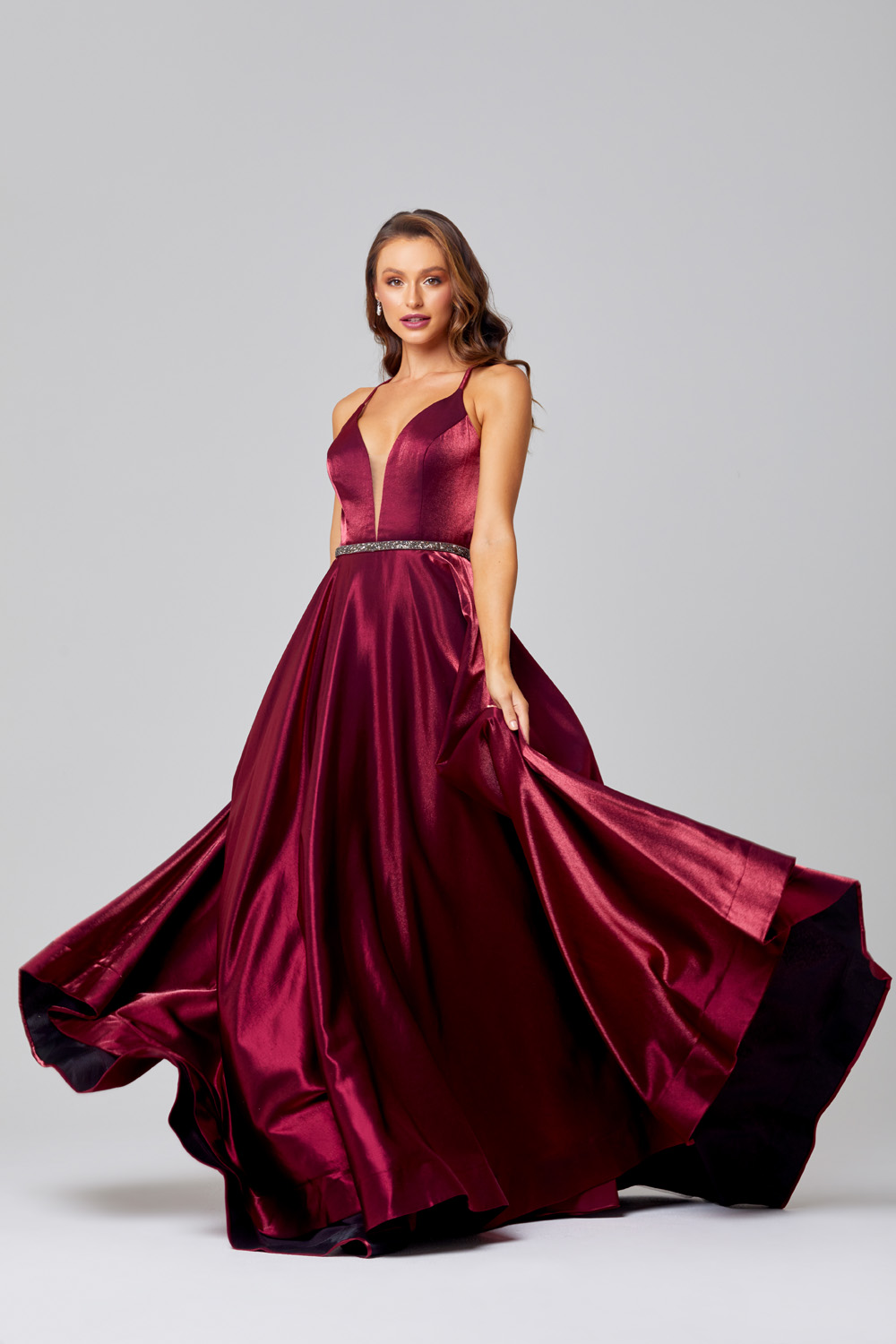 PO851M Thelma in Cherry (skirt angle)